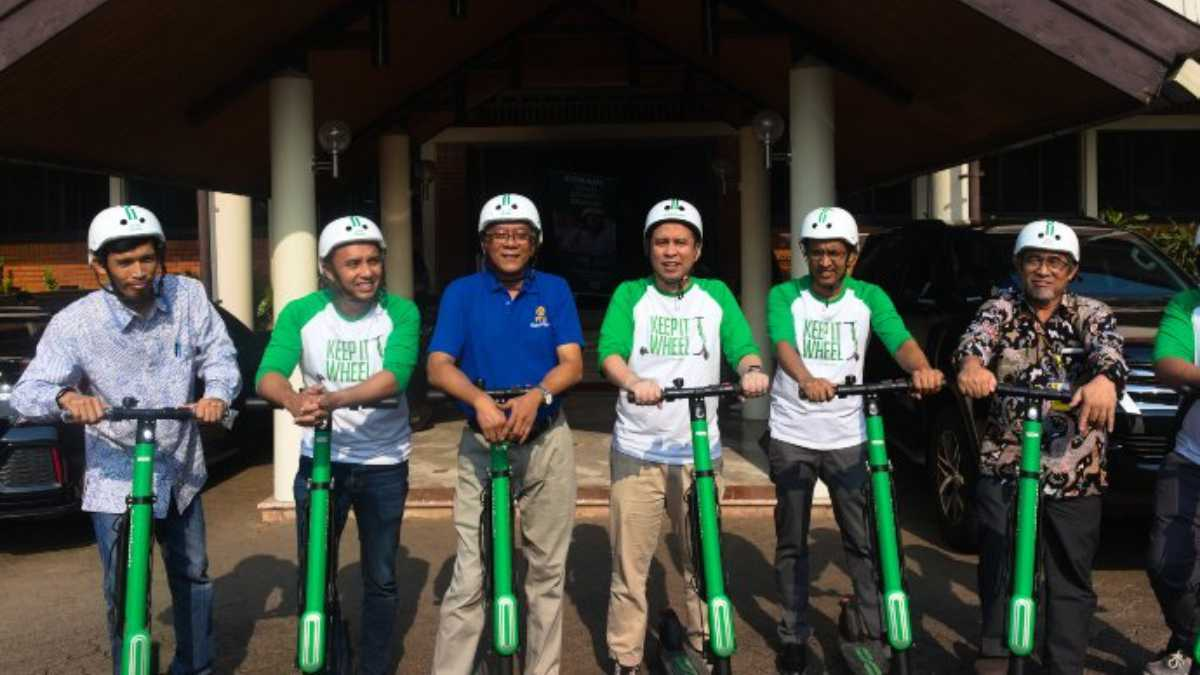 Grab Launches Green E-Scooter GrabWheels in Indonesia's Top University
